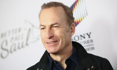 Bob Odenkirk, de Better Call Saul, desmaia em set de filmagens e é hospitalizado