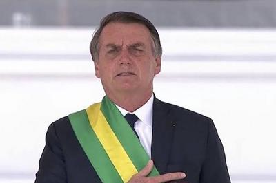 Bolsonaro se irrita e rebate apoiadora: 'Quem não está contente comigo, tem Lula em 2022'