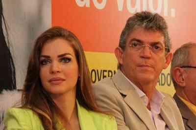 Juiz derruba decisão e devolve a Pâmela guarda de filho com Ricardo Coutinho