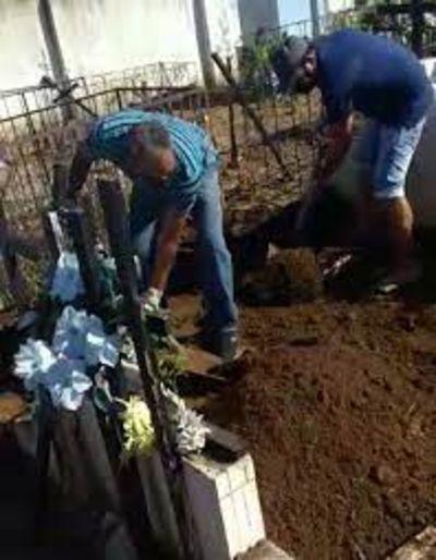 Outra família enterra de vítima de Covid-19 por falta de coveiro, na PB