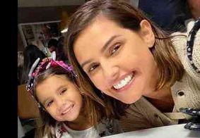 Deborah Secco afirma que ensina à filha que trabalho é diversão
