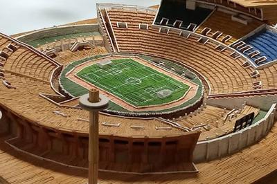 Corretor usa quase 24 mil palitos de fósforo e termina miniatura de estádio durante a quarentena, na PB