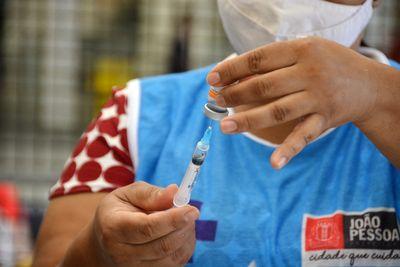 Vacinação em João Pessoa segue com aplicação da segunda dose