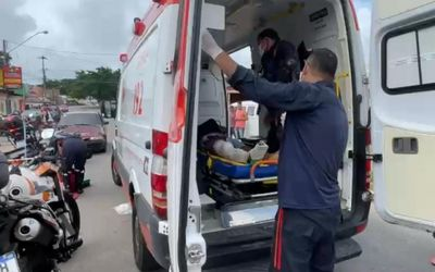Colisão entre carro e moto deixa um ferido em João Pessoa