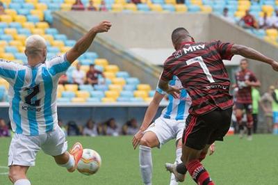 Com time formado por jovens, Flamengo empata na estreia do Carioca 2020
