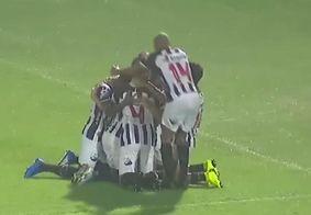 Comemoração com o gol do Belo