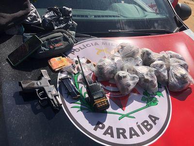 Material foi levado junto com o suspeito para a Central de Polícia Civil.