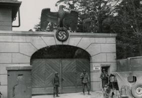Em julgamento, ex-guarda de campo de concentração Nazista chora com relatos das vítimas